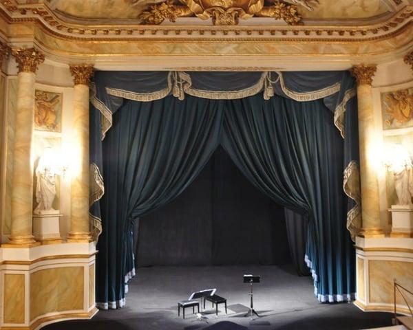 Teatro Avante: Papa Esta En La Atlantida tickets